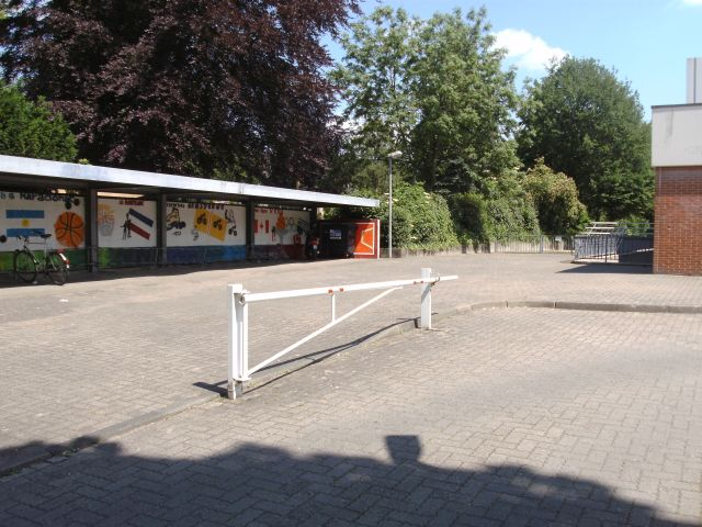 Platz vor der Sporthalle